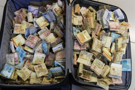 Malas de dinheiro são apreendidas pela Polícia Federal de Foz do Iguaçu