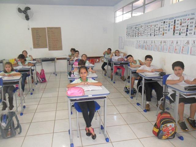 Escolas Municipais de Capitão recebem novas cadeiras e carteiras