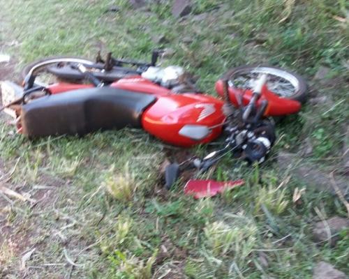 Queda de moto deixa duas pessoas feridas em Boa Vista da Aparecida