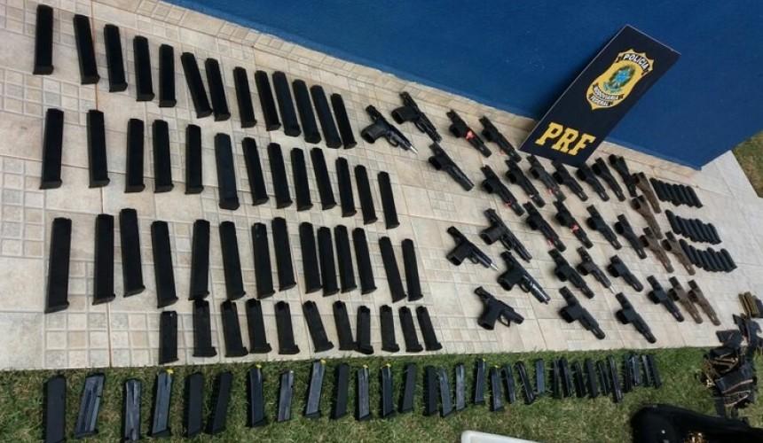 PRF apreende 32 pistolas e três mil munições em Santa Tereza do Oeste