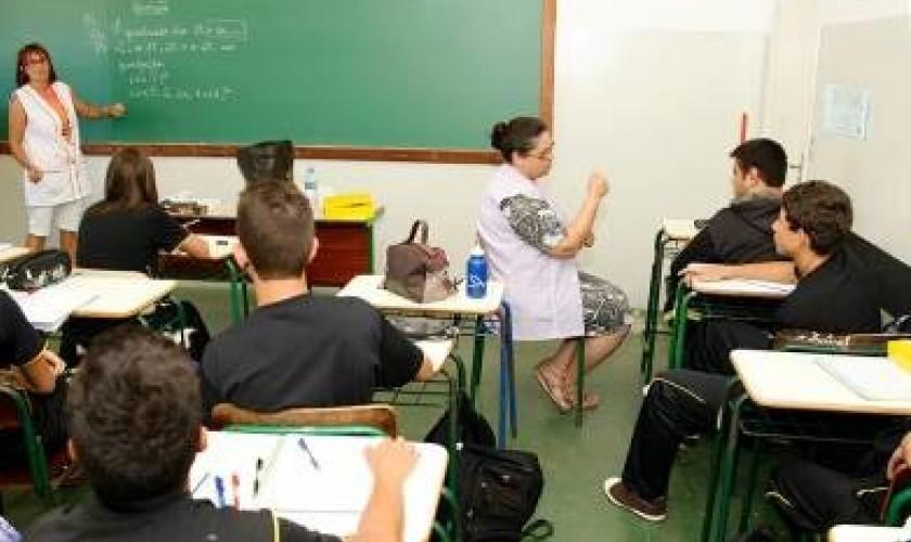 Deputado Pacheco denuncia falta de professores para atender alunos especiais em Nova Prata