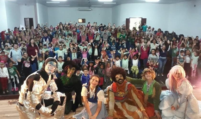 Espetáculo O Mágico de OZ foi apresentado para alunos da rede municipal de Capitão