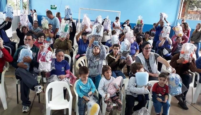 Projeto Naninhas do Bem faz doação para alunos da APAE de Capitão