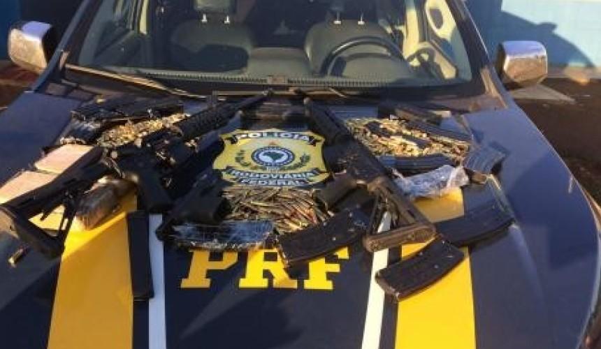 PRF apreende fuzis, pistola, munições e droga