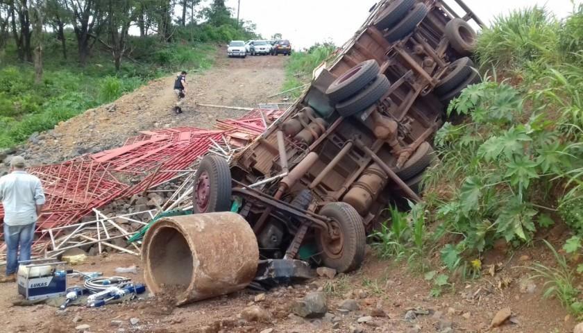 Jovem de 18 anos morre em Capitão em tombamento de caminhão