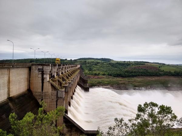 Mais de 1.300 pessoas sofrem com estragos da chuva no Paraná