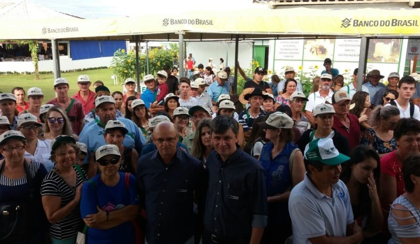 Caravana de agricultores de Capitao visitam hoje  o show rural em Cascavel