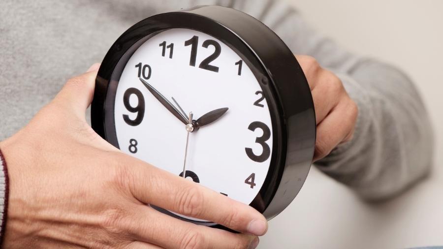 43937abedf4 Horário de verão termina neste domingo  relógio deverá ser atrasado ...