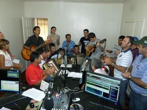 Grupo de Reis de Capitão visita Rádio Interativa
