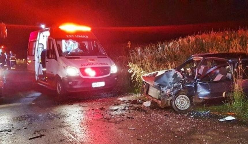 Quatro pessoas ficam feridas após colisão frontal em estrada rural de Francisco Beltrão