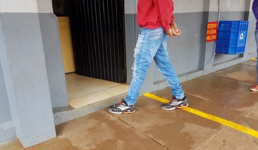 Mãe autoriza PMs a vistoriarem residência e pé de maconha é encontrado, em Lindoeste
