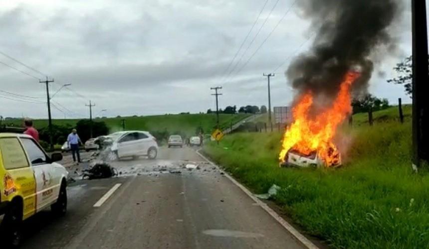 Grave acidente envolvendo dois veículos em Dois Vizinhos deixa duas pessoas mortas