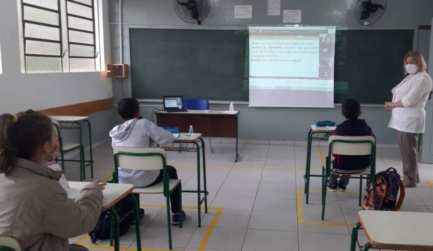 60% das prefeituras da Amop já retomaram aulas presenciais