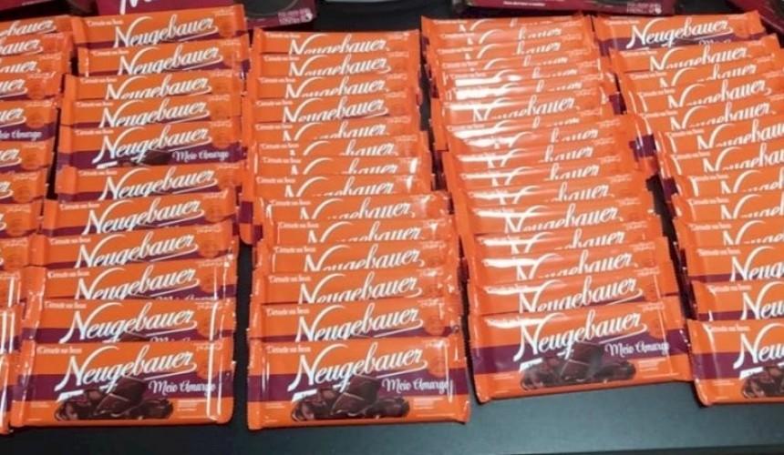 Homem furta mais de R$ 400 em barras de chocolate em loja no Centro de Cascavel