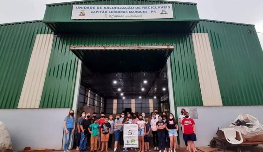 Alunos das escolas municipais de Capitão visitam a Unidade de Valorização de Recicláveis
