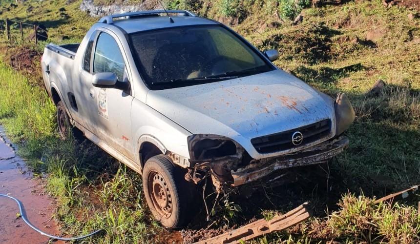 Veículos furtados da prefeitura de Santa Lúcia são encontrados abandonados no interior