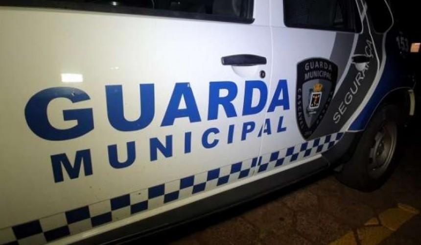 Homem é preso ao agredir companheira e vizinha, em Cascavel