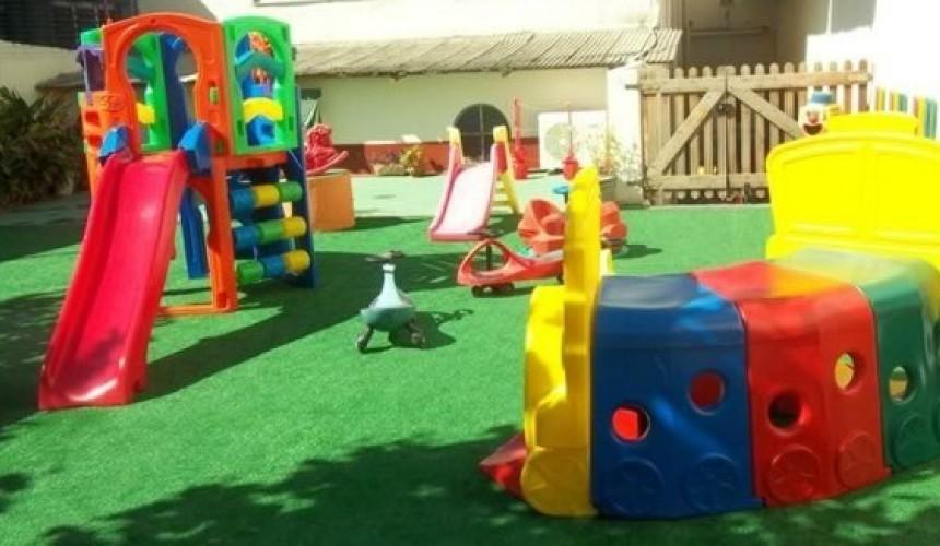 Escola Municipal Terezinha Machado de Capitão ganhará parquinho com grama sintética e brinquedos
