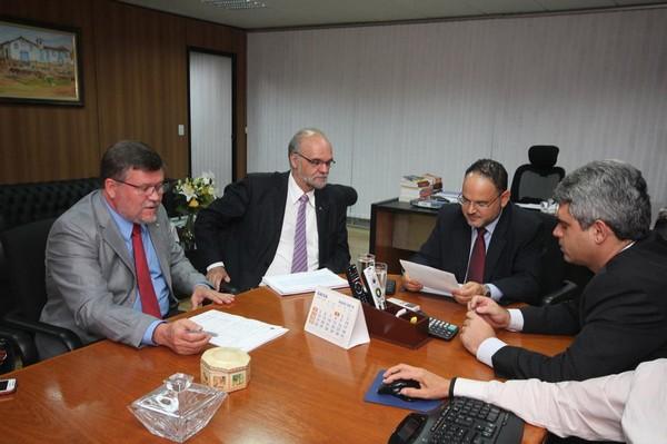 Assis do Couto debate com o Ministro da Educação demanda de nova escola para Nova Prata do Iguaçu