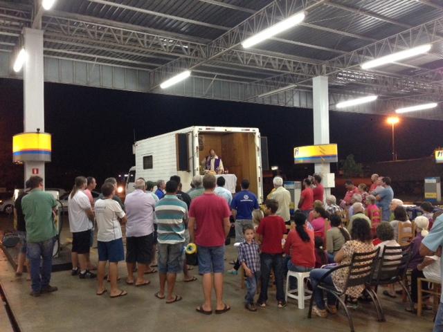 Missa aos caminhoneiros foi celebrada no Posto 25 de julho de Capitão Leônidas Marques