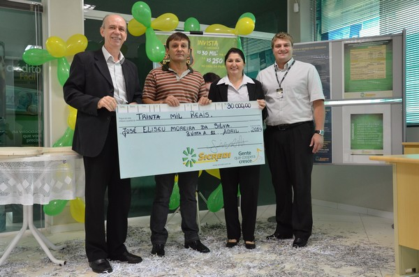 Cooperado Sicredi de Boa Vista da Aparecida ganha R$ 30 mil da Promoção Sorte em Campo